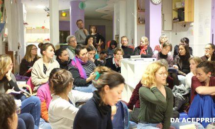 Inter-crèches en chaussettes : comment la culture façonne les pratiques de maternage ?