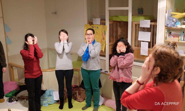 Inter-crèches en chaussettes : Historiettes, jeux de doigts et comptines pour s'amuser avec son tout-petit